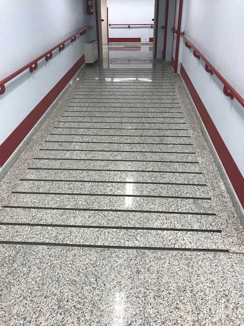 strisce antiscivolo in gomma adesive per gradini scale in